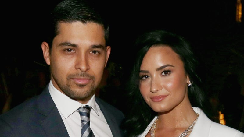 Illustration for article titled Wilmer Valderrama Reportedly Visits Demi Lovato 'Constantly'