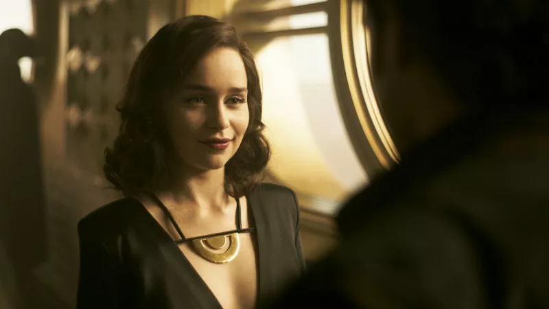 Qi'ra, happy to see someone.