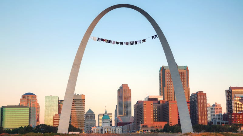 Illustration for article titled Disaster: A No-Nonsense Grandma Has Started Hanging Her Laundry Off The St. Louis Arch And Everyone's Too Scared To Tell Her To Stop