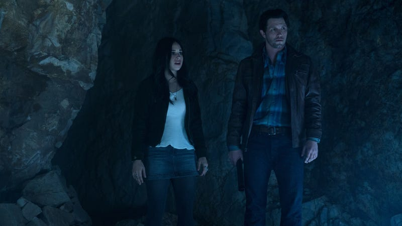 Jeanine Mason and Nathan Parsons star in Roswell, New Mexico