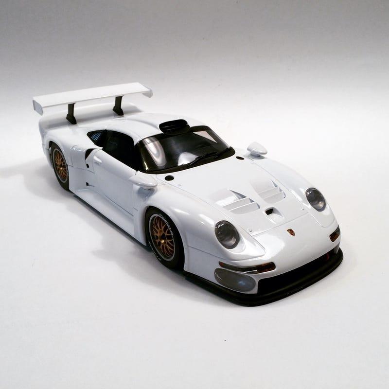 Illustration for article titled Quick Look: UT Models Porsche 911 GT1 (993)