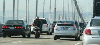 Illustration for article titled UC Berkeley Study Finds Lane-Splitting Is Safe If You're Smart