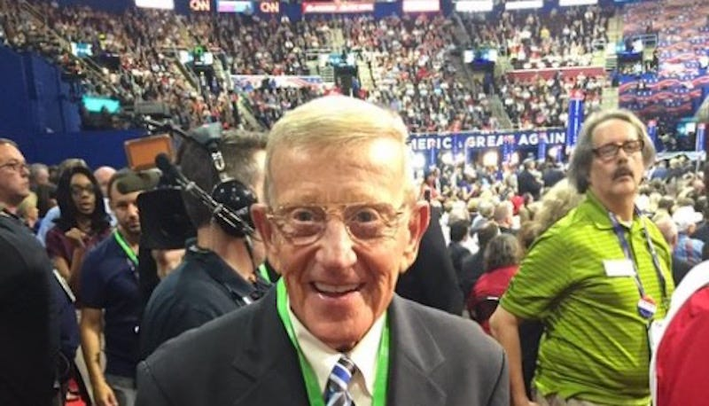 Illustration for article titled Lou Holtz Is Really Going For It At The RNC