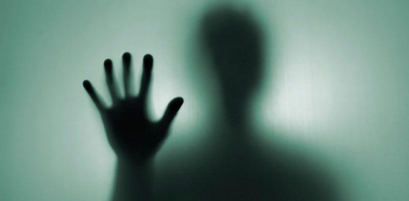 """""""Doctor, no puedo controlar las acciones de mi mano"""": el insólito síndrome de la mano alienígena"""