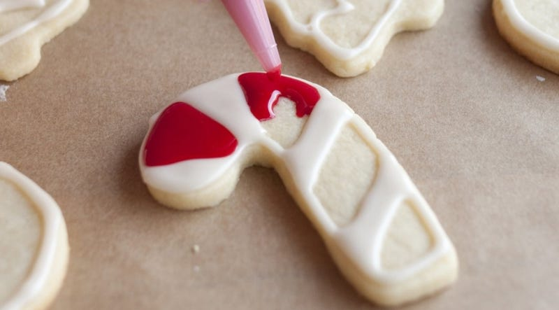 Decorate Cookies Faster With Border And Flood Icing