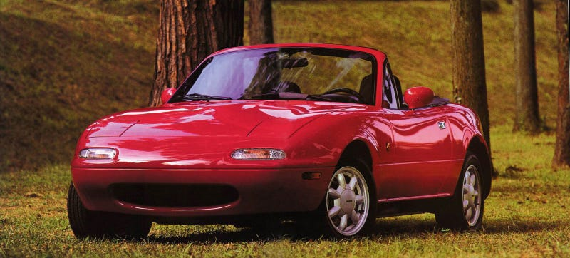 Illustration for article titled Woman Wins Miata In 1990, Never Drives It Because She Can't Drive Stick