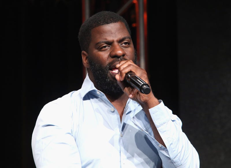 """BEVERLY HILLS, CA - JULY 29:  Hip-hop artist, songwriter and activist Che """"Rhymefest"""" Smith performs onstage during the 'POV """"All the Difference""""' panel discussion at the PBS portion of the 2016 Television Critics Association Summer Tour at The Beverly Hilton Hotel on July 29, 2016 in Beverly Hills, California.  (Photo by Frederick M. Brown/Getty Images)"""