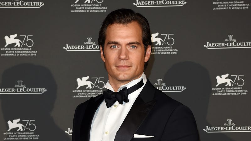 Illustration for article titled Henry Cavill posts weird Superman video on Instagram, is definitely saying something