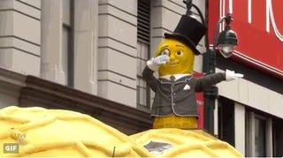 Mr. Peanut dabs during Macy's Thanksgiving Day parade, Nov. 24, 2016.Twitter Screenshot