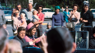 Illustration for article titled Artist Discovers Unseen Color Photos of JFK's Final Moments