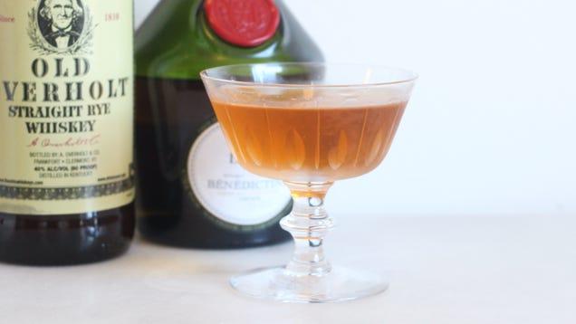 Make an Extra Fancy Manhattan With Benedictine