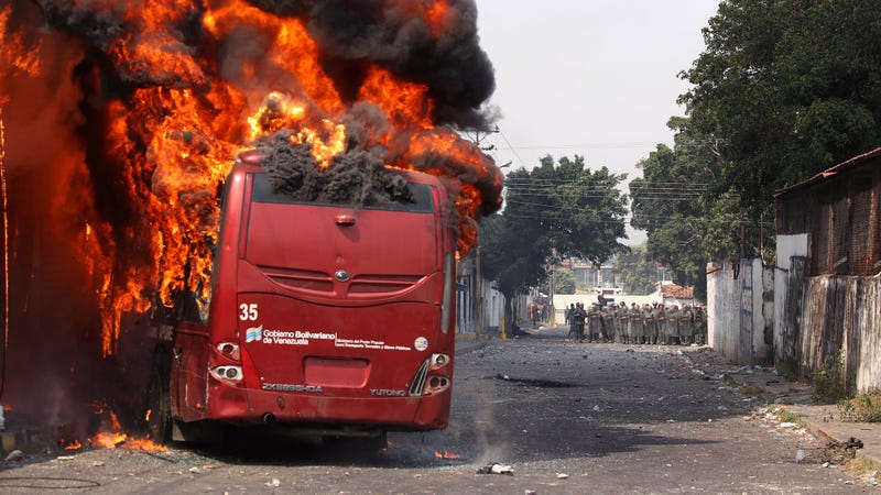 Illustration for article titled 'New York Times' Corrects Story By Admitting They Burned Venezuela Aid Convoy