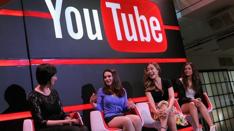 Image via Getty; (L-R) Kate Mason with Rosanna Pansino, Michelle Phan and Bethany Mota at Unleash YouTube in 2014