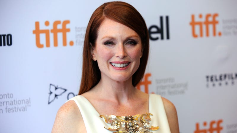 Illustration for article titled Julianne Moore Takes a Brave Stance Against Hickeys