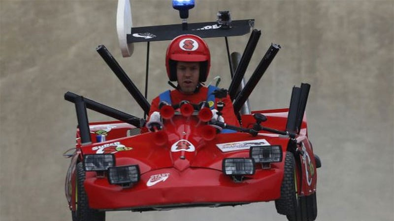 Illustration for article titled Crazy Mario Kart Cosplay Features...Famous Race Driver