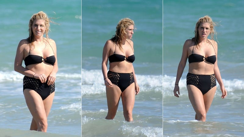 Illustration for article titled Ke$ha Has A Very Interesting Day At The Beach