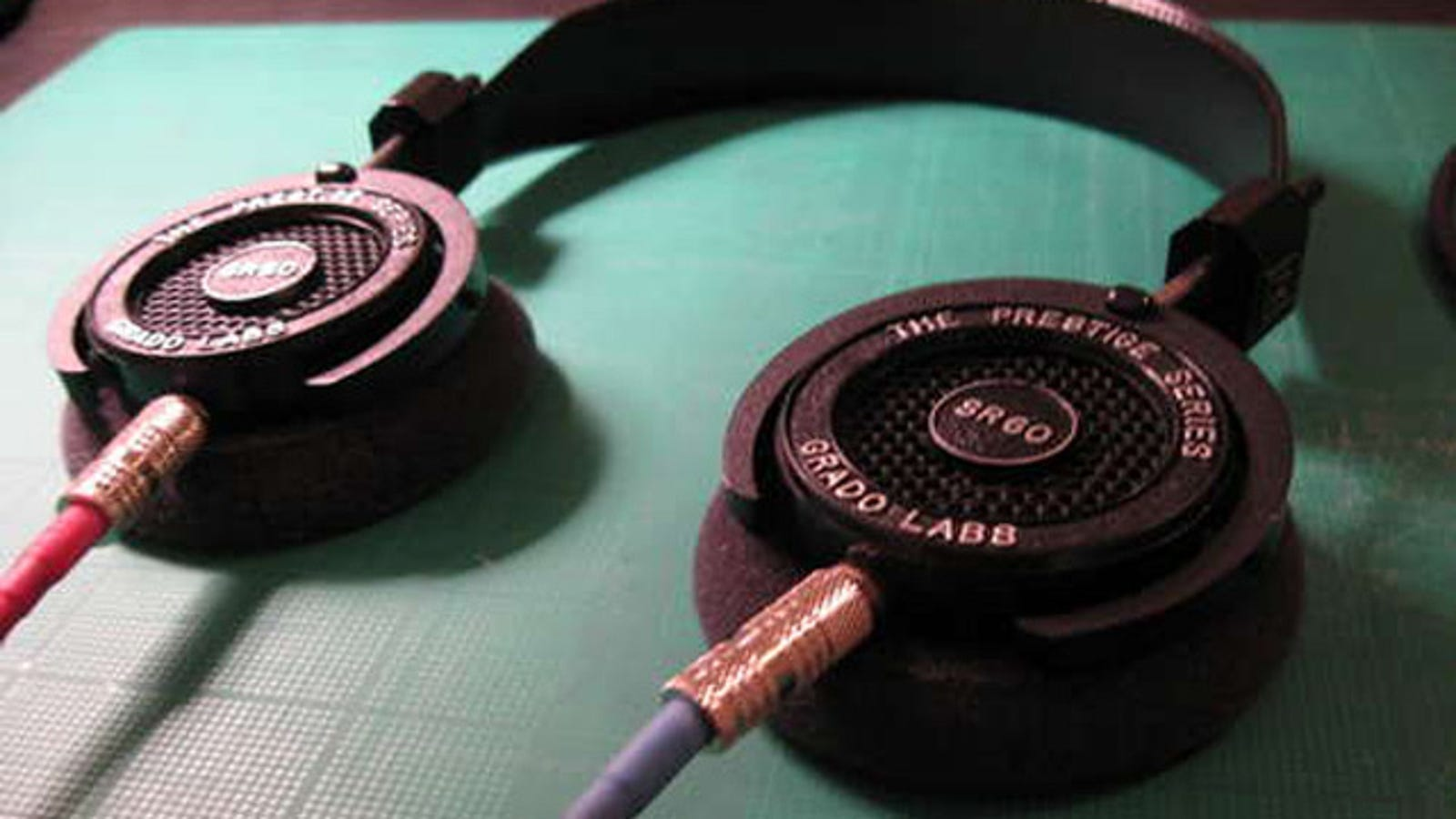 Hack Headphones to Add Removable Cables