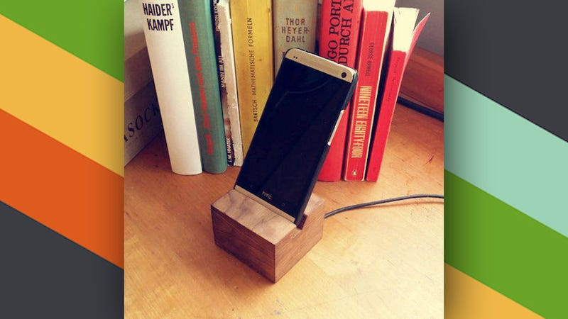 this diy wooden phone charging dock looks great on your desk