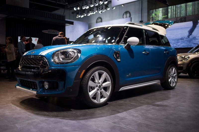 the 2017 mini countryman isn 39 t just big it 39 s a big deal. Black Bedroom Furniture Sets. Home Design Ideas