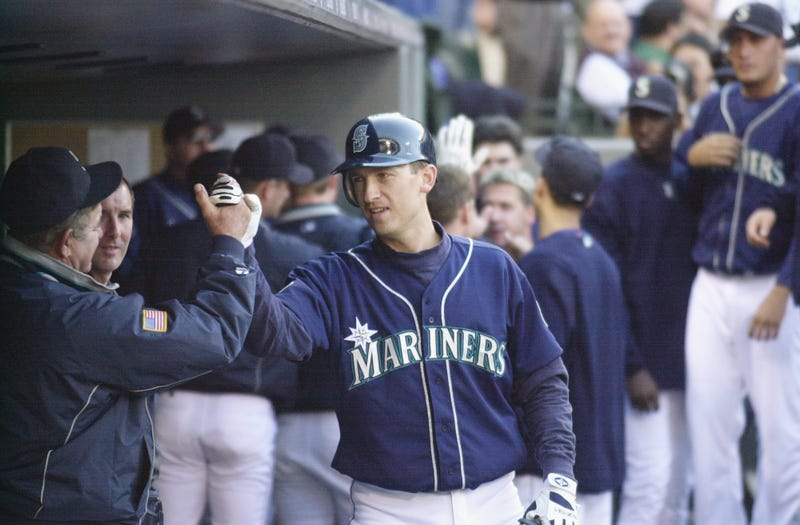 Illustration for article titled At Long Last, John Olerud Claims Victory Over The Tree In His Neighbor's Yard