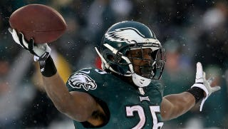 Illustration for article titled LeSean McCoy Says Chip Kelly Doesn't Respect Star Players
