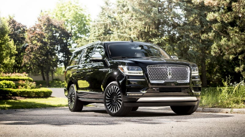 Illustration for article titled Only When The Extended-Length Lincoln Navigator Is 50 Feet Long Will America Return To Greatness