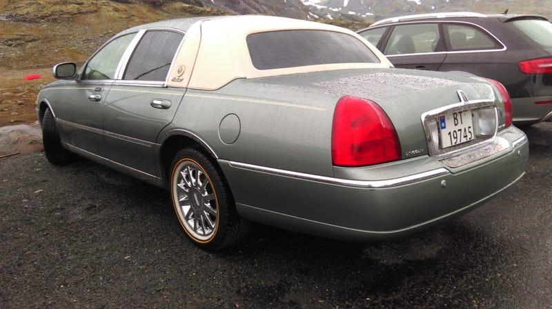 Illustration for article titled The Greatest Lincoln Town Car in the World is in Norway