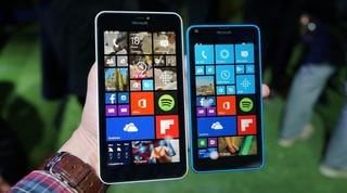 Illustration for article titled Lumia 640 And 640 XL Hands-On: Microsoft Does Cheap Real Well