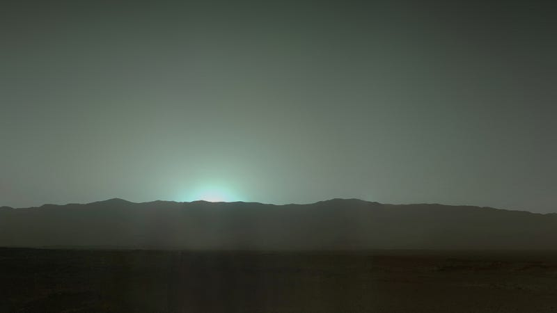 Illustration for article titled The Stunning Bluish-Green Sunsets Of Mars