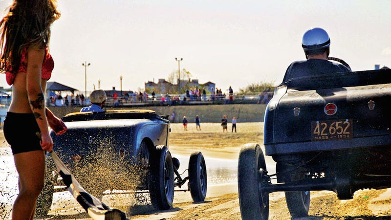 Illustration for article titled This is the coolest drag race event in America
