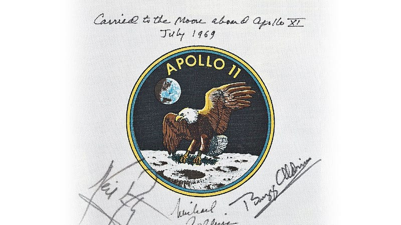 Illustration for article titled Anyone Wants This Original Apollo XI Mission Patch Flown the Moon?