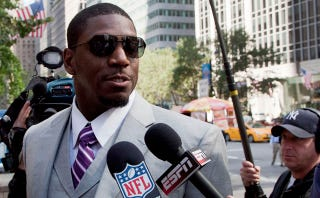 """Illustration for article titled ESPN Wanted To Do A """"Character Study"""" On Jonathan Vilma, Who Then Conducted His Own"""