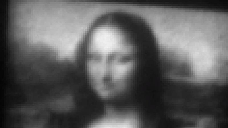 Illustration for article titled You won't believe how tiny the world's smallest Mona Lisa is
