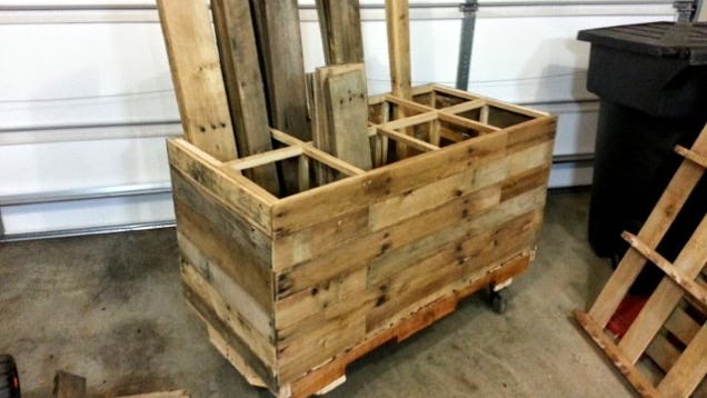 Build a rolling lumber storage cart from pallets to save for Rolling lumber cart plans