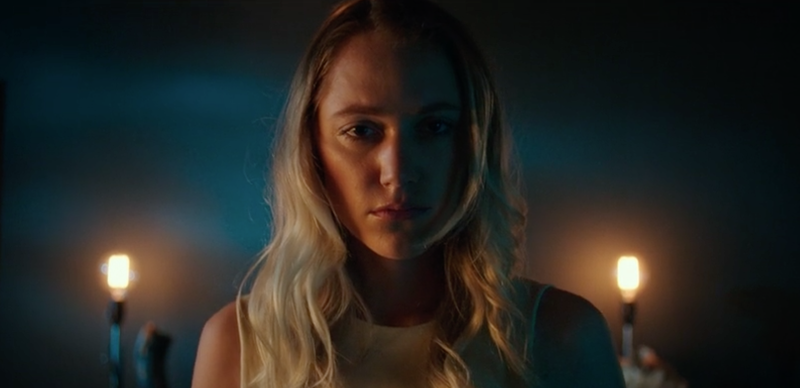 Maika Monroe in How to Be Alone.