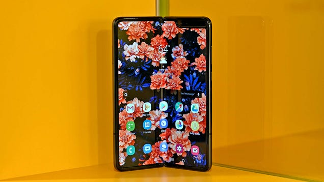 A Month With the Improved Galaxy Fold and I Actually Still Like It