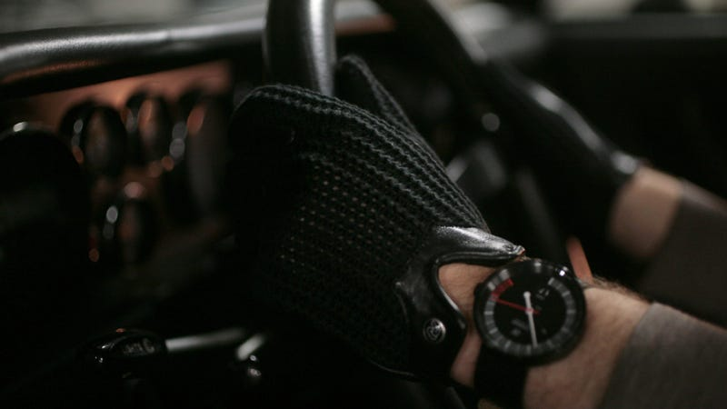Illustration for article titled These Stringback Driving Gloves Make You Feel Like A '50s Racer