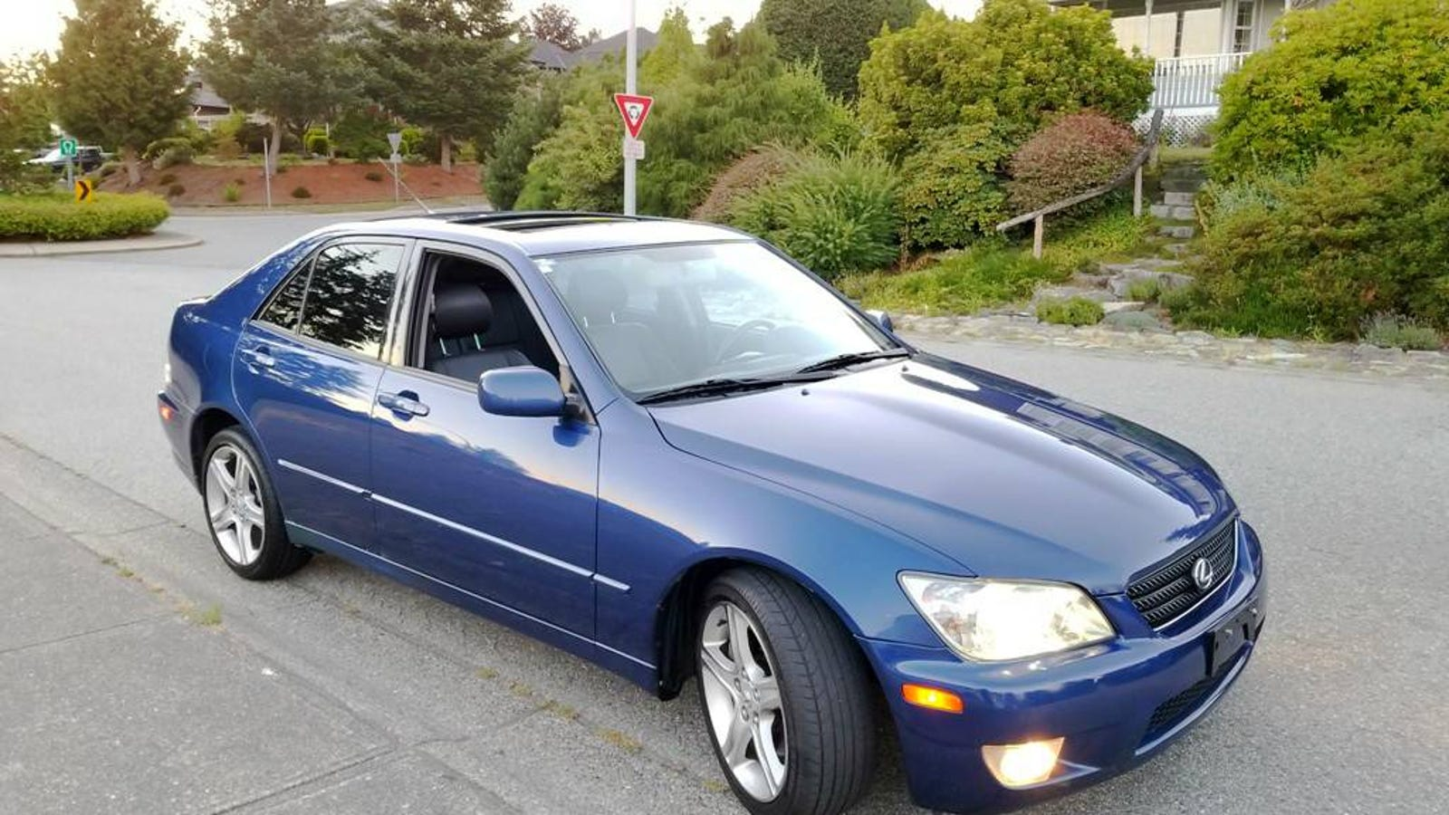 at can 10 500 does this 2002 lexus is300 bring home the canadian bacon. Black Bedroom Furniture Sets. Home Design Ideas