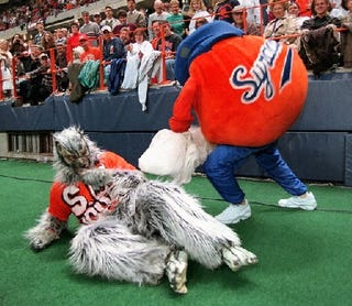 Illustration for article titled Bowl Season Mascot Fight To The Death, Volume 1: 'Twas The Bowls Before Christmas