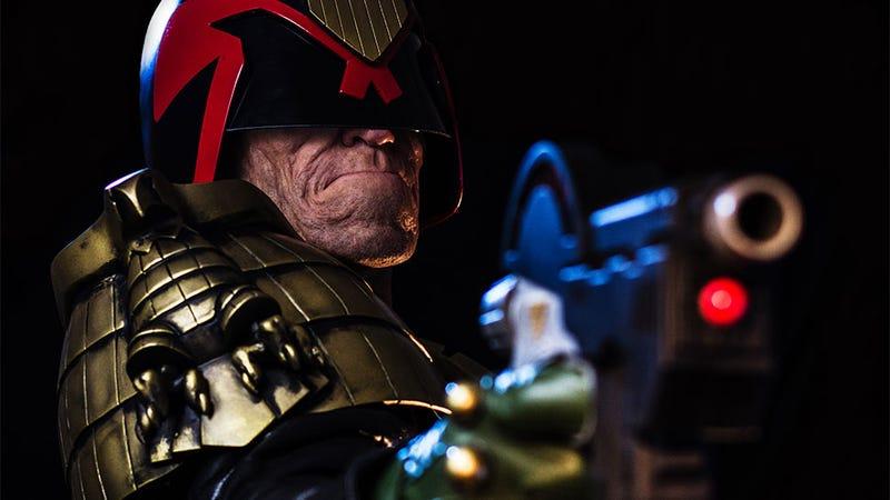 Illustration for article titled Beyond Cosplay: A Normal Human Becomes Judge Dredd