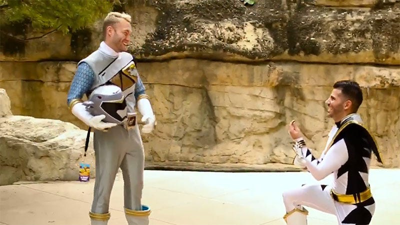 Illustration for article titled Power Rangers Cosplay Ends In Marriage Proposal