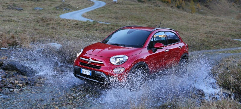 Illustration for article titled No One Will Ever Drive Their 2016 Fiat 500X Like In These Photos