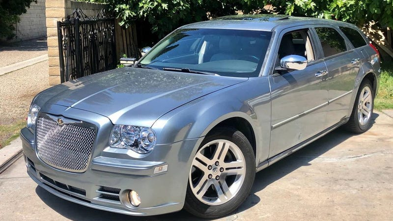 Illustration for article titled At $4,800, Could This Rebuilt-Titled 2007 Dodge Magnum 5.7 Salvage a Win?