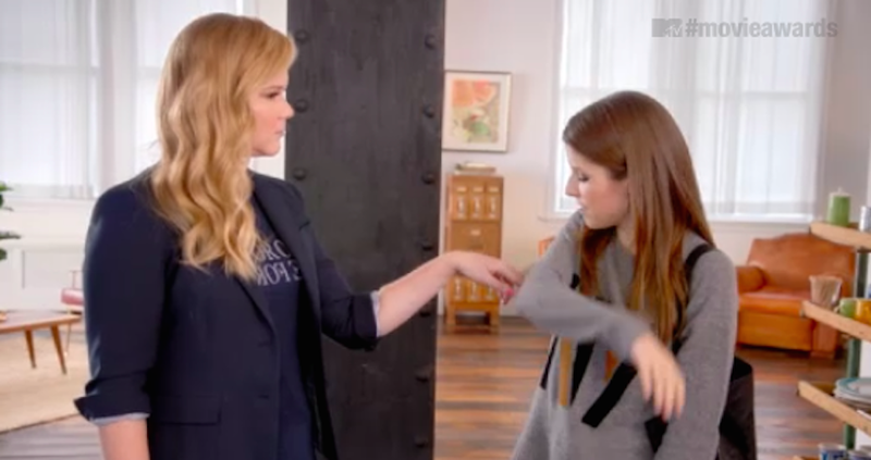Illustration for article titled Amy Schumer Gets Grabby With Anna Kendrick in MTV Movie Awards Promo