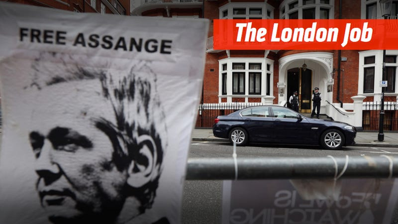 Illustration for article titled Is Julian Assange About To Get Into A Car Chase In London?