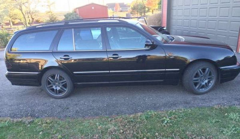 Illustration for article titled For $6,500 This 1998 Mercedes E320 Wants You To Get On The Brabus