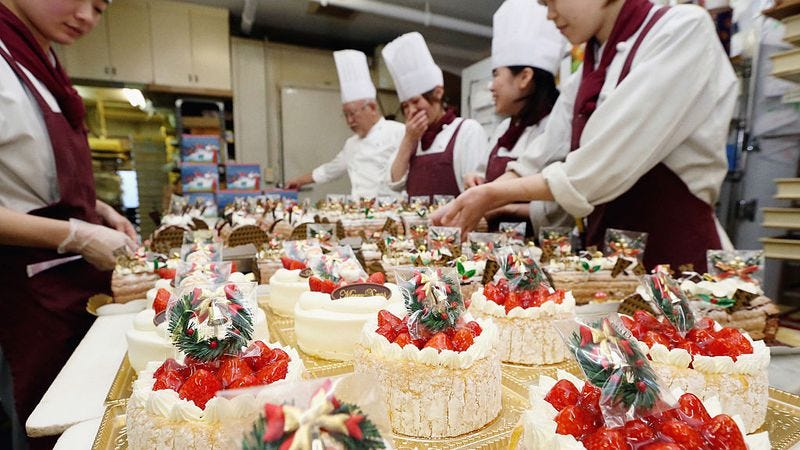 Japanese Christmas cakes in production in Nagoya, Japan. (Photo: The Asahi Shimbun via Getty Images)