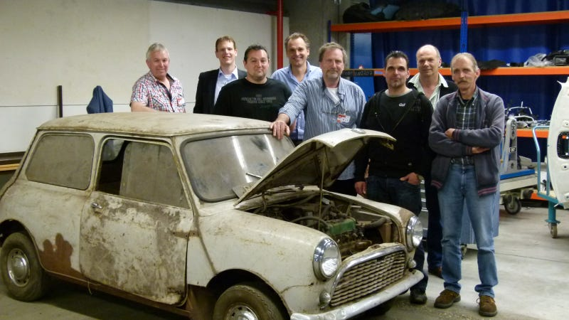 Illustration for article titled A Classic Car Is 'reBorn'. Exquisite Restoration Of A 54-Year-Old Classic Mini Whets The Appetite