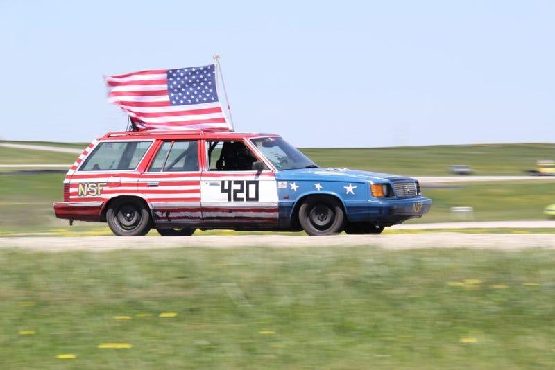 Illustration for article titled Have this dank Chrysler Wagon American LeMons Series racer