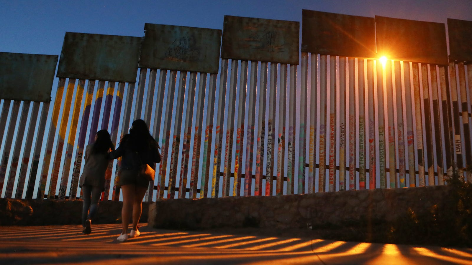 That Dumbass Border Wall GoFundMe Is Now a Dumbass Self-Building Campaign